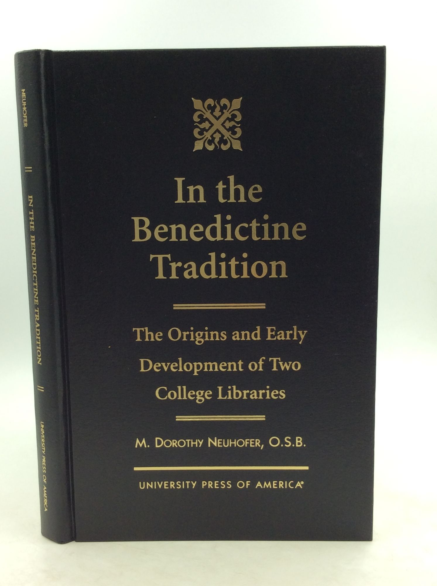 M. DOROTHY NEUHOFER - In the Benedictine Tradition: The Origins and Early Development of Two College Libraries