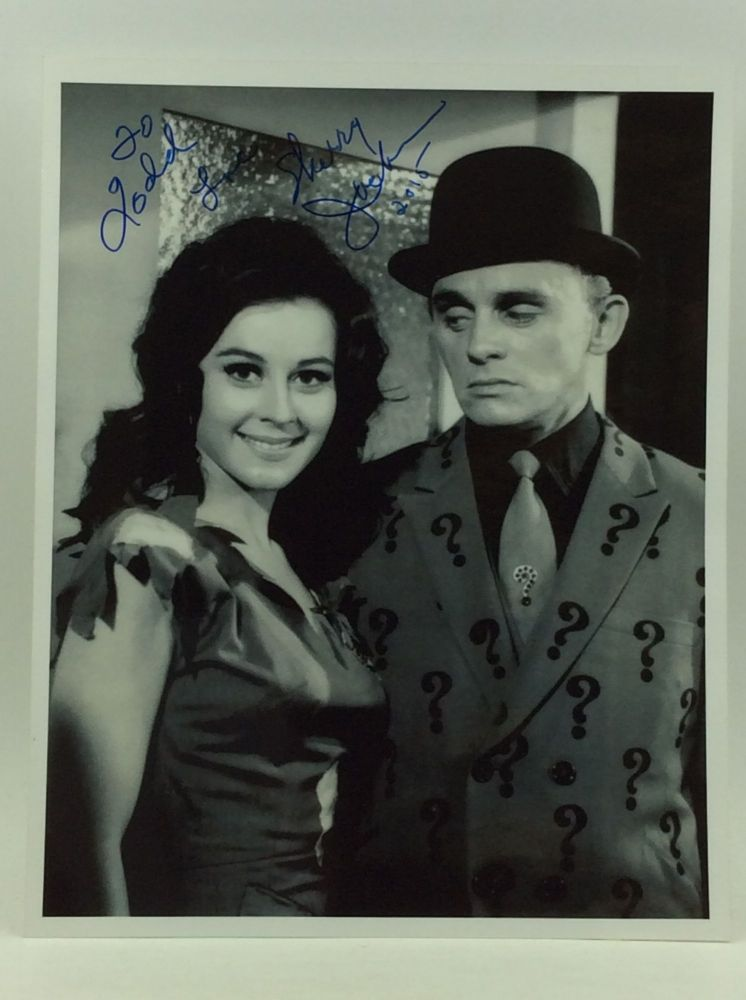 SIGNED PHOTOGRAPH OF SHERRY JACKSON AND THE RIDDLER. BATMAN TV SHOW.